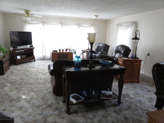 6038 Hart St - Living Room - 4