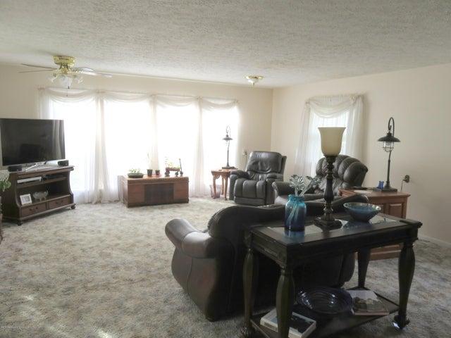 6038 Hart St - Living Room - 5