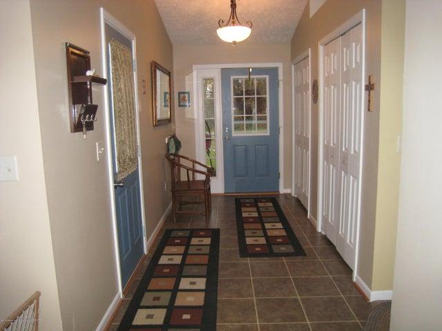 5604 Clark Rd - Foyer - 11