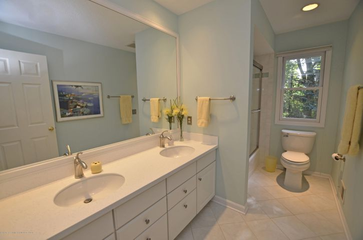 5518 White Ash Ln - UPSTAIRS FULL BATH - 20