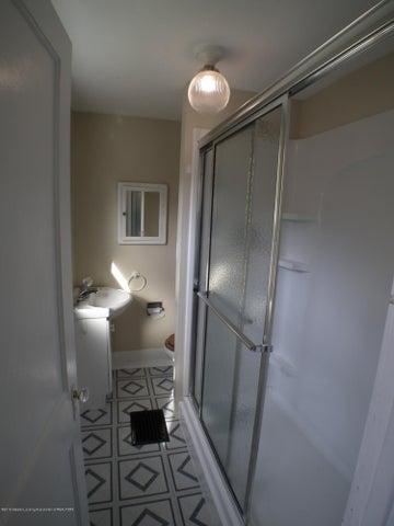 234 S Magnolia Ave - 2 nd level bath - 20