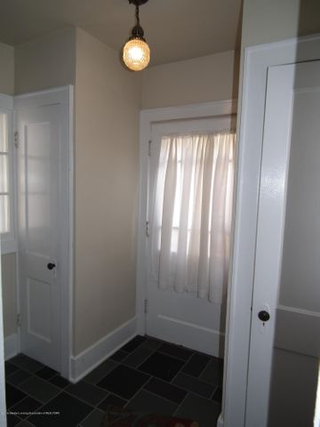 234 S Magnolia Ave - Entry - 15