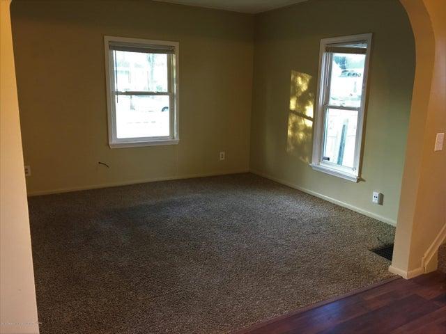 1202 W Ionia St - Living Room - 6