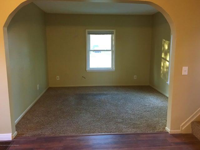 1202 W Ionia St - Living Room - 7