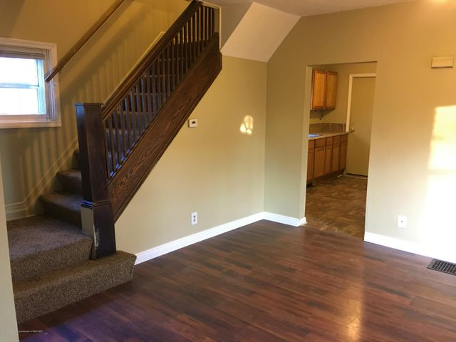 1202 W Ionia St - Dining Room/Upstairs - 8