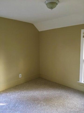 1202 W Ionia St - Bedroom 1 - 20