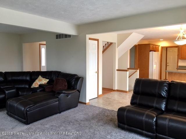 2166 Winners Cir - 6 Livingroom2 - 6