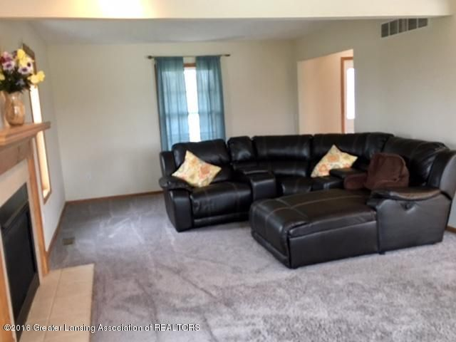2166 Winners Cir - 36 Livingroom1 - 36