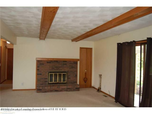 9425 Columbia Hwy - Living Room e - 5