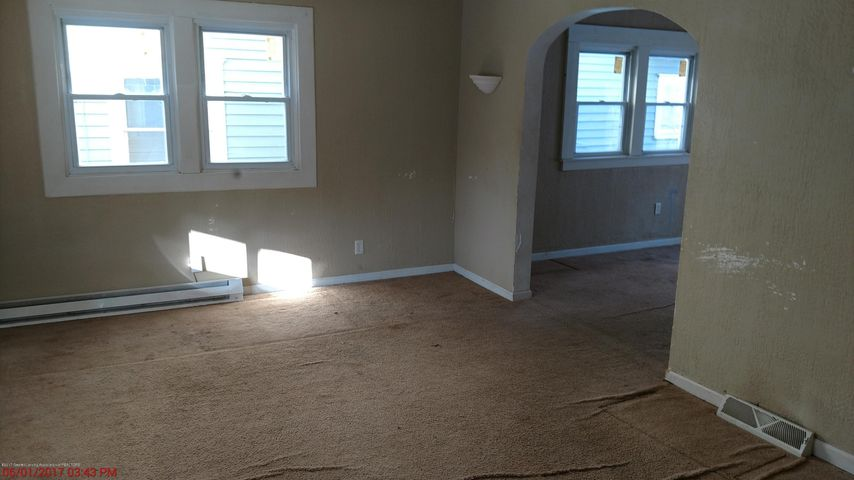 605 Clifford St - living room - 2