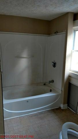 605 Clifford St - bathroom - 6