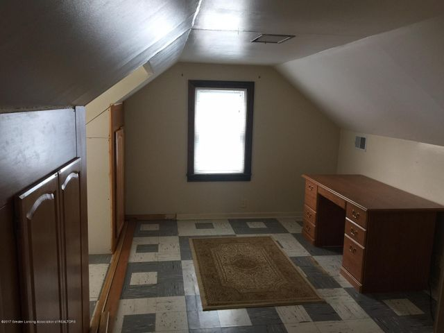 1215 N Jenison Ave - upstairs bedroom/office/living space - 10