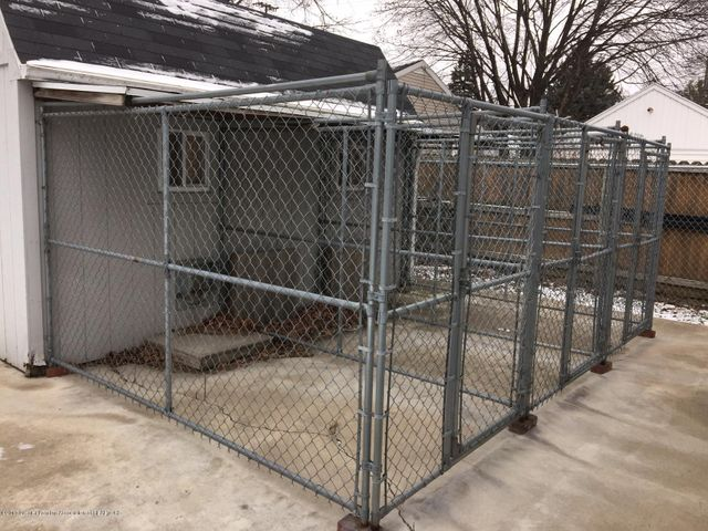 1215 N Jenison Ave - shed with pet areas - 16