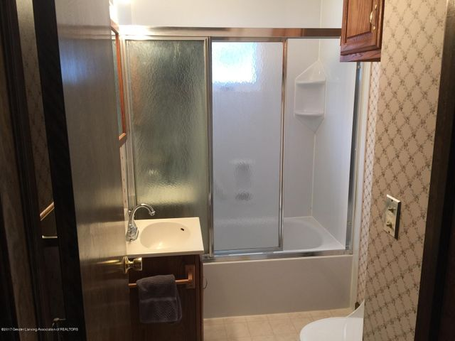 1215 N Jenison Ave - first floor full bath - 7