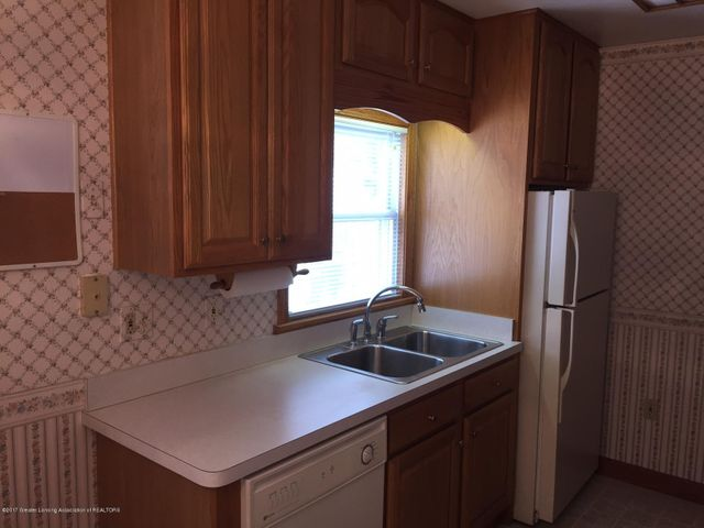 1215 N Jenison Ave - kitchen - 4