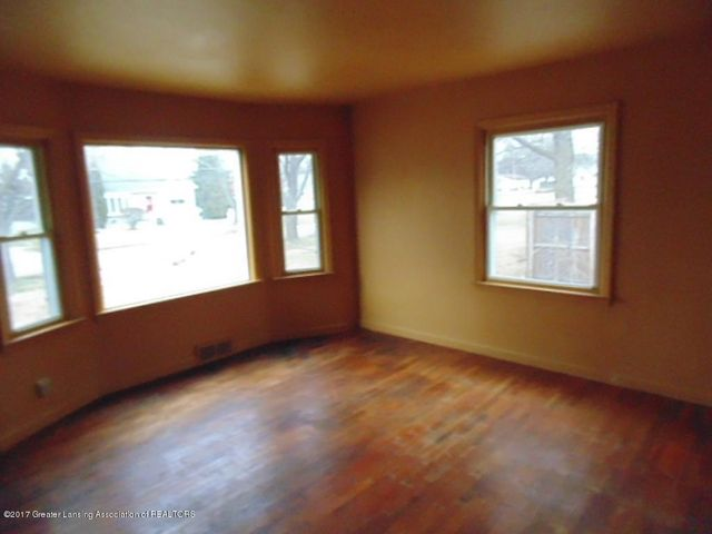 2305 W North St - Living Room - 7