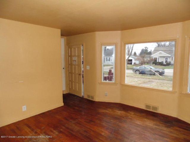 2305 W North St - Living Room - 5
