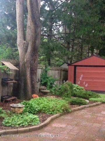 630 Lexington Ave - Part of beautiful landscaping! - 24