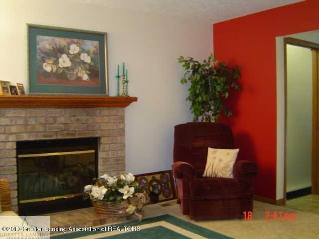 664 John R St - Living Room - 4