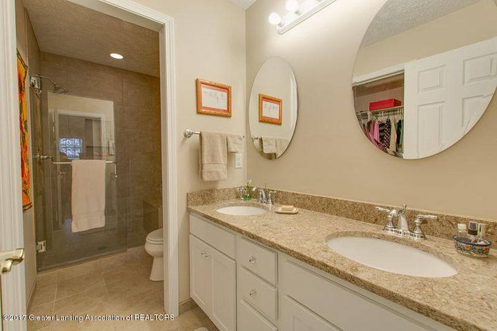 6389 Highland Ridge Dr - bathroom two - 22