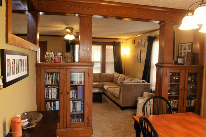 305 E McConnell St - Beautiful woodwork - 3