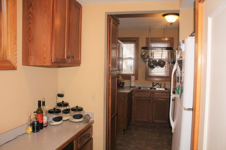305 E McConnell St - Butlers Pantry - 8