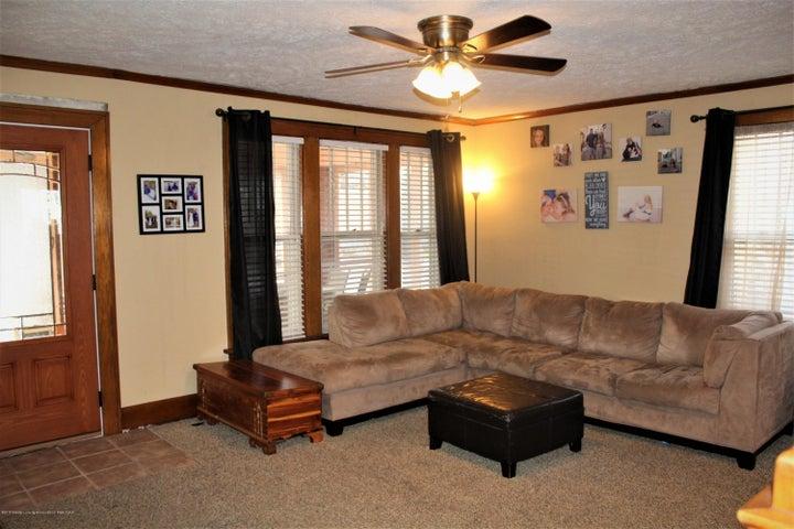 305 E McConnell St - Living Room - 2