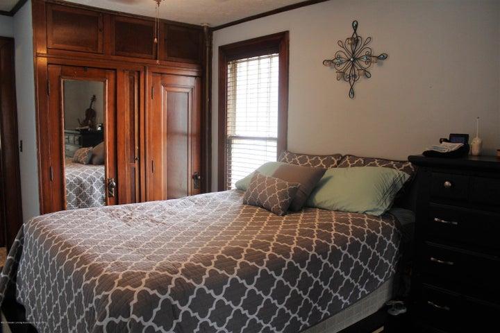 305 E McConnell St - Main floor bedroom - 10