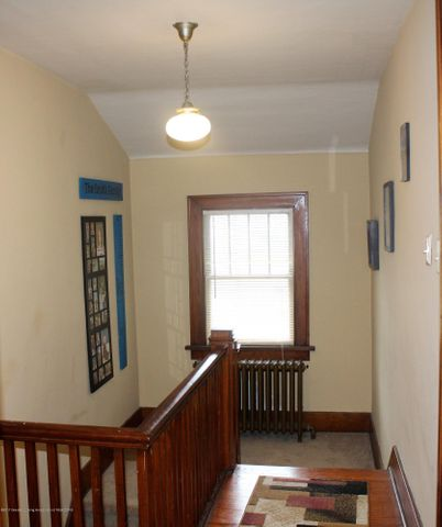 305 E McConnell St - Upstairs hallway - 18