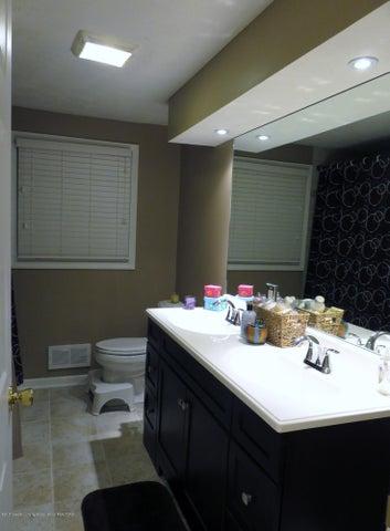 2937 Victor Ave - Full Bath on 2nd Floor - 24