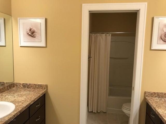 3540 Myrtle Dr - Bathroom - 16