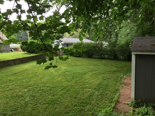 904 Raeburn Rd - Summer Yard - 69