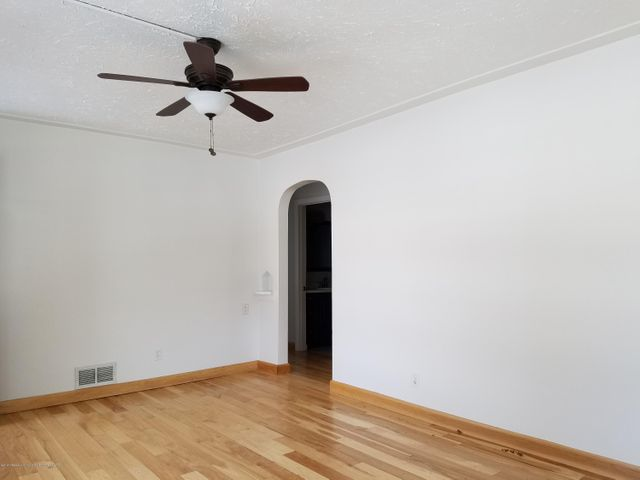 828 N Francis Ave - living room2 - 25