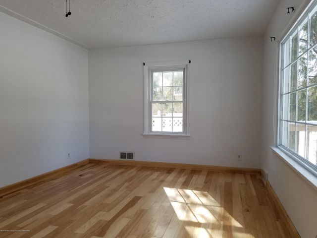828 N Francis Ave - living room3 - 26