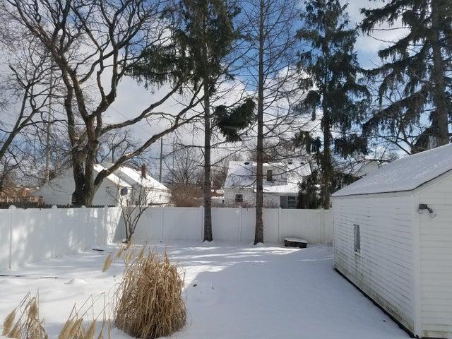 828 N Francis Ave - yard1 - 30