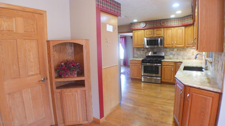 3370 Zimmer Rd - entrance kitchen - 10