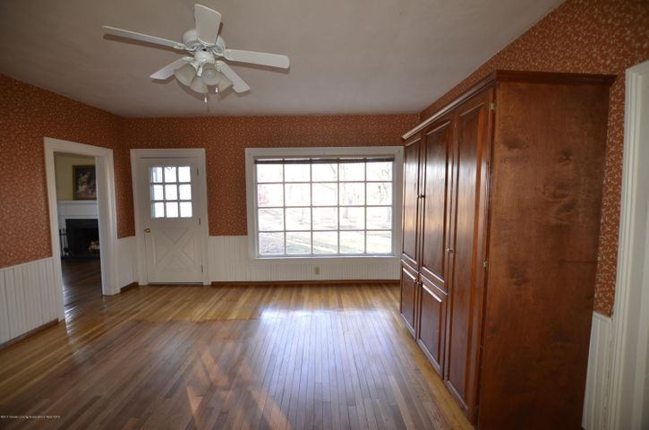 4895 Barton Rd - Dining Space - 24