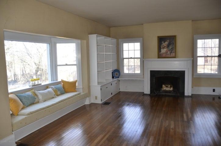 4895 Barton Rd - Great Room - 3