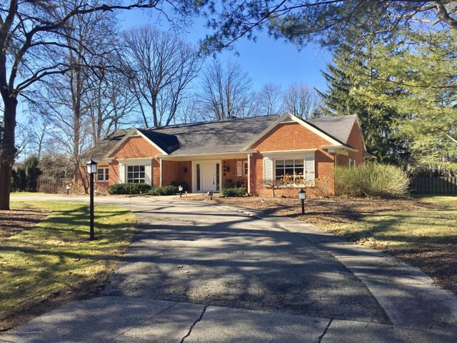 1439 Meadowbrook Ln - Front - 1
