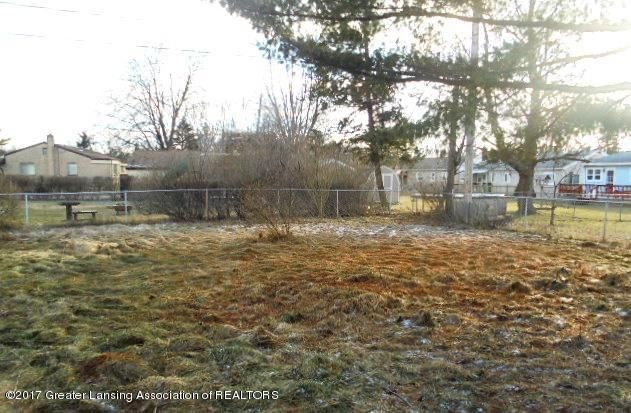 3027 Andrea Dr - BACKYARD - 3
