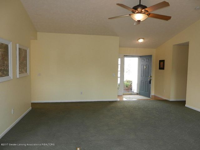 12397 Sea Pines Dr - living room to foyer - 29