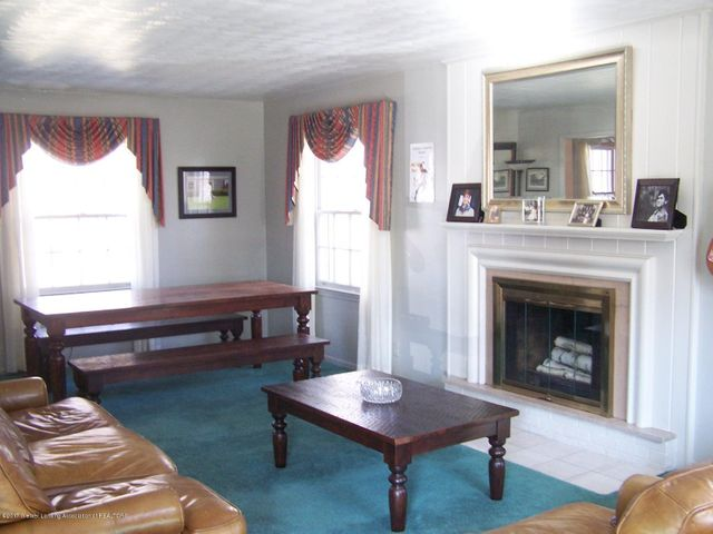 904 Raeburn Rd - Living Room - 6