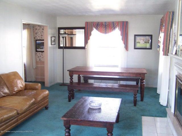 904 Raeburn Rd - Living Room - 7