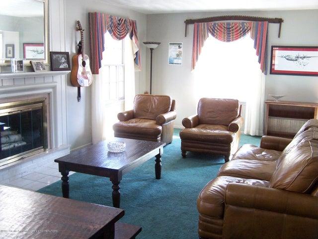 904 Raeburn Rd - Living Room - 8