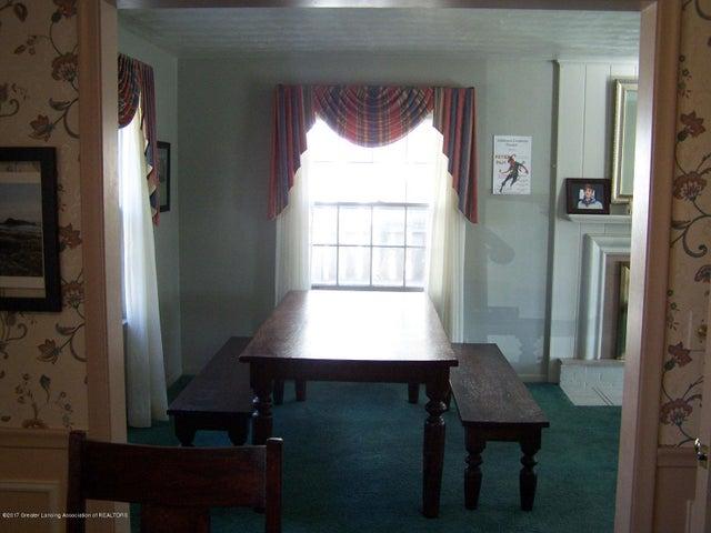 904 Raeburn Rd - Living/Dining - 9