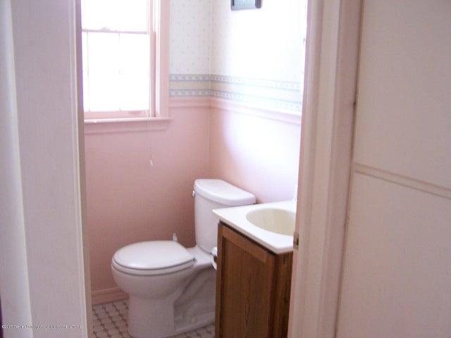 904 Raeburn Rd - Half Bath - 23