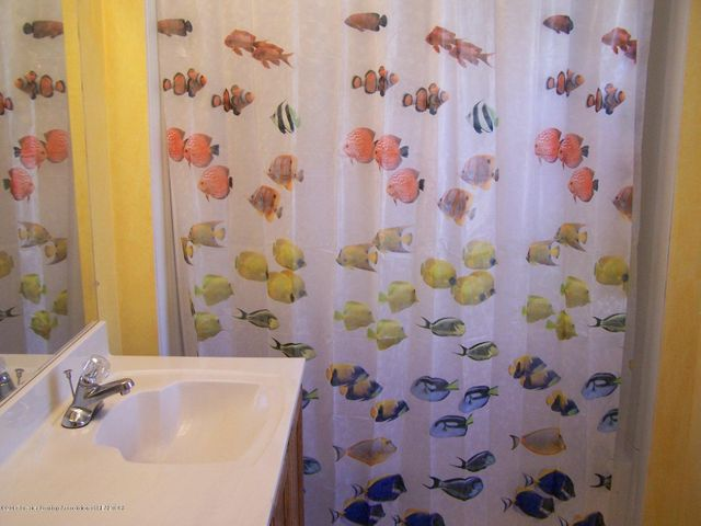 904 Raeburn Rd - Full Bathroom - 35