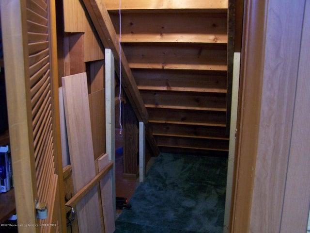 904 Raeburn Rd - Under Stairs Storage - 40