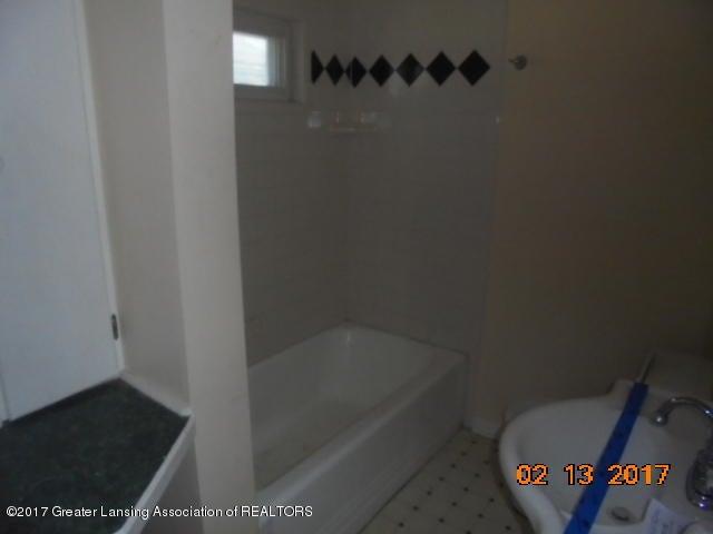 333 Bartlett St - Full bathroom - 25
