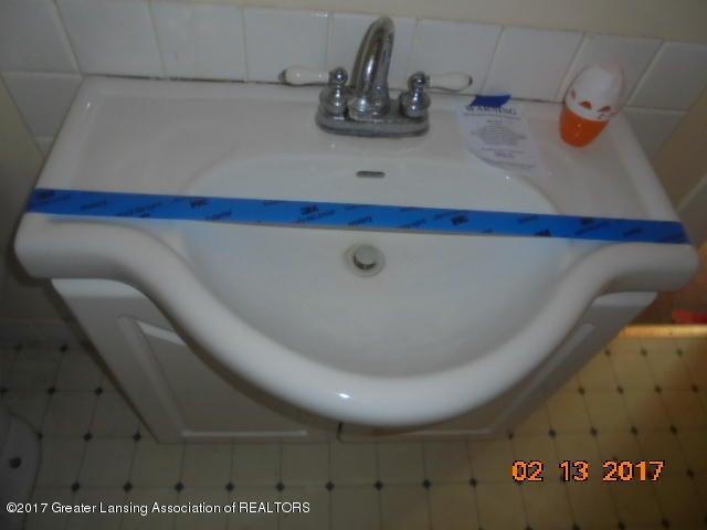 333 Bartlett St - full Bathroom sink - 26